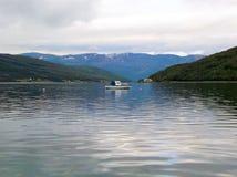 Burfjord Norge fjordhamn 4 royaltyfri foto