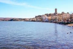 Burg de Marta sur le lac Bolsena images stock
