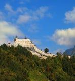 Burg majestuoso Hohenwerfen imagenes de archivo