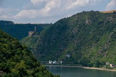 Burg Maus en Kaub-stad van over de Rijn, Duitsland royalty-vrije stock foto's