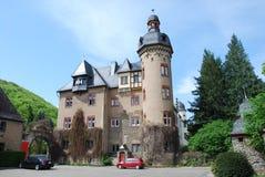 Burg Namedy um castelo moated, Andernach, Alemanha foto de stock