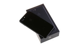 BURGAS, BULGARIE - 29 DÉCEMBRE 2016 : Nouvel iPhone 7 Jet Black plus, arrière d'Apple, d'isolement sur le fond blanc Photo libre de droits