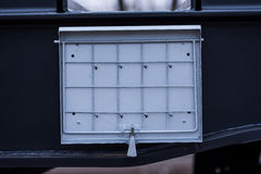 Burgas, Bulgarien - 24. Januar 2017 - Detail - Frachtgüterzug - schwarze Autolastwagen - achsiger flacher Lastwagen neue 6 - Art: Lizenzfreie Stockfotos