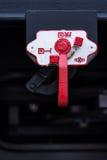 Burgas, Bulgarien - 24. Januar 2017 - Detail - Frachtgüterzug - schwarze Autolastwagen - achsiger flacher Lastwagen neue 6 - Art: Stockbilder