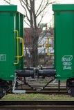Burgas, Bulgarien - 20. März 2017 - befördern Sie Kastenlastwagen-Grün Art Güterzug Puffers 4axled: Eanos-Modell: 155-1 - Transva stockfoto