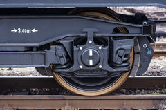 Burgas, Bulgarije - Januari 24, 2017 - Wiel - de trein van de Vrachtlading - zwarte auto'swagens - Nieuwe axled vlakke wagen 6 -  Royalty-vrije Stock Afbeeldingen