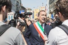 Burgemeester Giuseppe Sala neemt aan de parade van de Bevrijdingsdag deel Stock Foto's