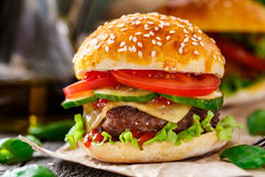 Burger βόειου κρέατος Στοκ φωτογραφίες με δικαίωμα ελεύθερης χρήσης