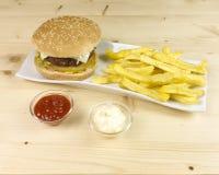 Burger και τσιπ Στοκ Φωτογραφίες
