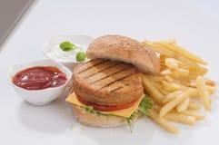 burger καυτός νόστιμος γρήγορου γεύματος κοτόπουλου Στοκ Φωτογραφίες