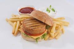 burger καυτός νόστιμος γρήγορου γεύματος κοτόπουλου Στοκ εικόνα με δικαίωμα ελεύθερης χρήσης