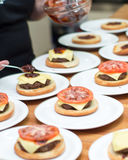 Burger μαγείρεμα Στοκ εικόνες με δικαίωμα ελεύθερης χρήσης