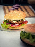 Burger μαγειρέματος έννοια Στοκ Εικόνες