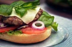 Burger μαγειρέματος έννοια Στοκ Φωτογραφία