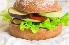 burger με τα λαχανικά Στοκ Φωτογραφίες
