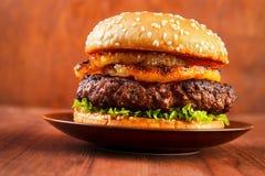 Burger με τον ανανά Στοκ Εικόνες