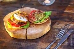 Burger με το αυγό Στοκ φωτογραφία με δικαίωμα ελεύθερης χρήσης