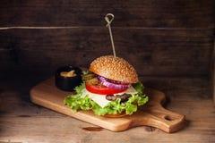 Burger με το κρέας στοκ φωτογραφία με δικαίωμα ελεύθερης χρήσης