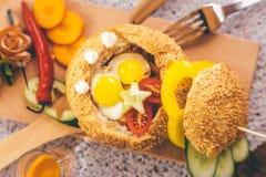 Burger με το μπέϊκον Στοκ εικόνα με δικαίωμα ελεύθερης χρήσης