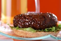 burger μπύρας βόειου κρέατος α&n Στοκ φωτογραφία με δικαίωμα ελεύθερης χρήσης