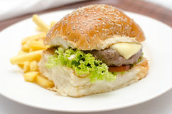 Burger. Cheese Burger with lettuce, tomato and chips Royalty Free Stock Photography