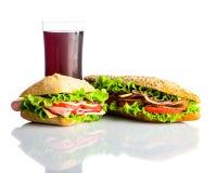 Κρύα κόλα με το σάντουιτς και Burger που απομονώνεται στο λευκό Στοκ Εικόνες