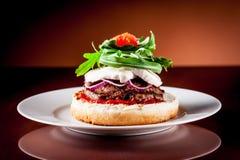 burger arugula ιταλική μοτσαρέλα στοκ φωτογραφία με δικαίωμα ελεύθερης χρήσης