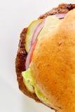 Burger auf Weizenbrötchen Stockbild
