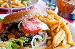 Burger des amerikanischen Käses Stockfotografie