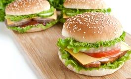 Burger drei mit Fleisch und Gemüse Lizenzfreies Stockfoto