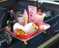 Burger-Himmel, Mittagessen an einem Laufwerk in der Gaststätte stockfotos