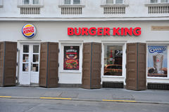 Burger King restaurang i gatan av Budapest Royaltyfri Bild
