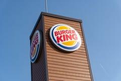 Burger King se connectent extérieur avec le fond de ciel bleu images stock