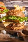 Burger mit Fischrogenkartoffel Stockfotografie