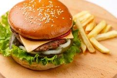 Burger mit Fleisch Lizenzfreie Stockfotos