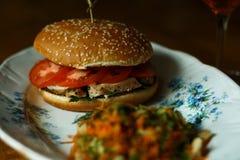 Burger mit Huhn Lizenzfreies Stockfoto