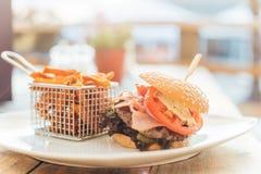 Burger mit Sonnenuntergang Lizenzfreies Stockfoto
