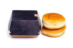 Burgerbrötchen-Burgerkasten stockfoto