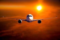 Burgerlijk breed lichaamsvliegtuig tijdens de vlucht royalty-vrije stock foto