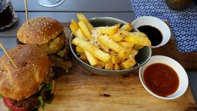 Burgers και τηγανητά Στοκ Φωτογραφίες