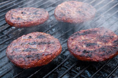 Burgers στη σχάρα Στοκ Φωτογραφία