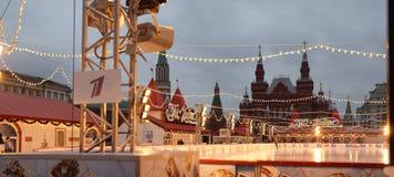 Burgers bezocht de Markt van het Nieuwjaar in Rood Vierkant Stock Afbeelding
