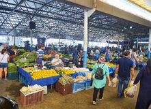 Burgers die in Bodrum-markt, Pazar, de stad in winkelen bij Mugla, T Royalty-vrije Stock Foto's
