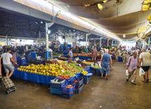 Burgers die in Bodrum-markt, Pazar, de stad in winkelen bij Mugla, T Royalty-vrije Stock Afbeeldingen