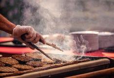 Burgers op barbecue Stock Afbeelding