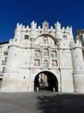 Burgos Spanien, Santa Maria Arch, blå himmel, solig dag royaltyfria foton