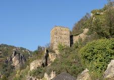 Burgruine Durnstein, en förstörd och övergiven medeltida slott som lokaliseras i Durnstein, Österrike arkivbilder