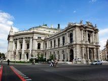 Burgtheater en operahus i Wien, Österrike Arkivbilder
