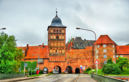 Burgtor, de noordelijke poort van Lübeck, Duitsland stock foto's