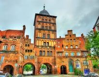 Burgtor, la puerta septentrional de Lubeck, Alemania imágenes de archivo libres de regalías